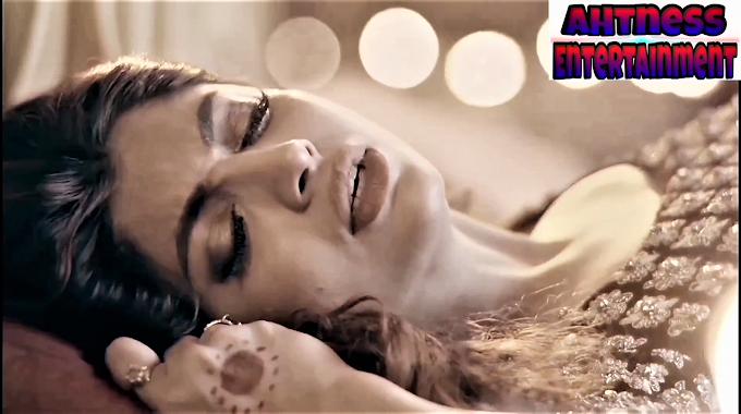 Akanksha puri sexy scene - Simran (2020) HD 720p