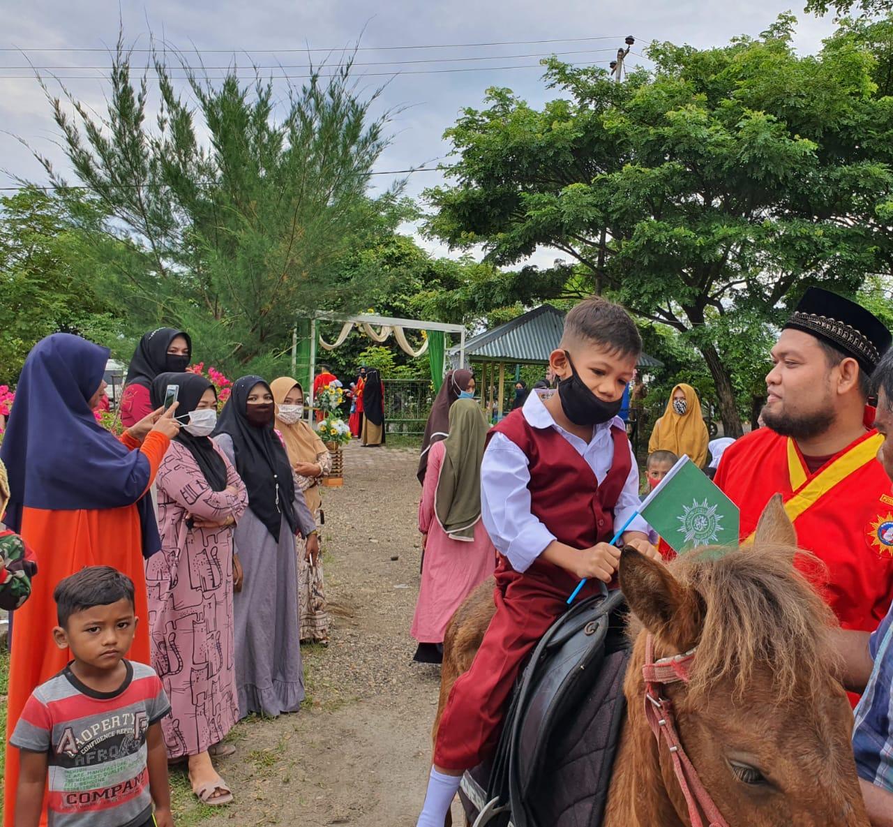 SDIT Muhammadiyah Bireuen Sambut Siswa Baru Dengan Tunggangan Kuda