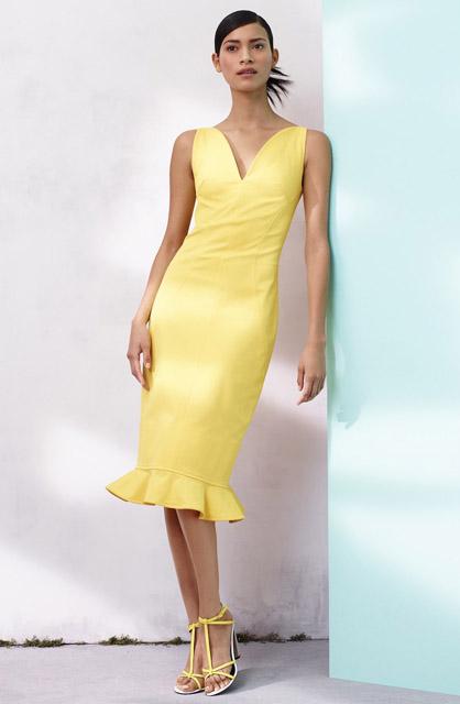 Желтое платье футляр с воланом на юбке для фигуры песочные часы