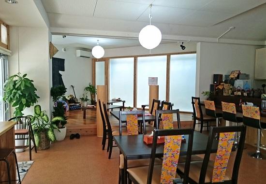 沖縄市山内のそばやさん はま家の店内の写真