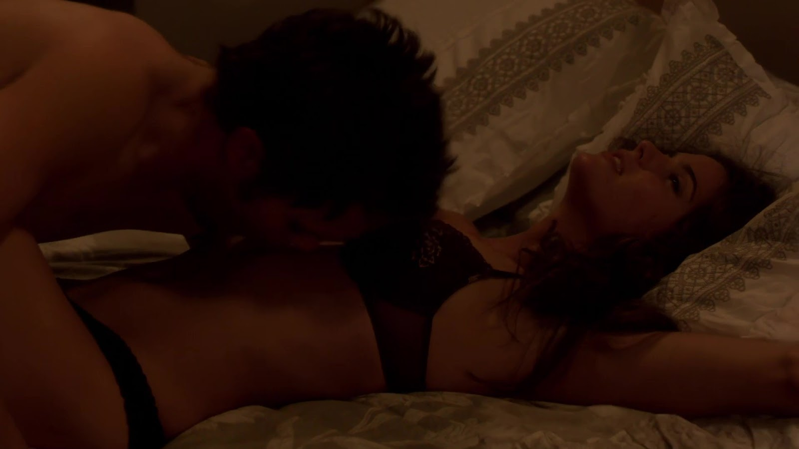 See And Save As Shelley Hennig Boob Cleavage Secret Circle Gif Porn Pict