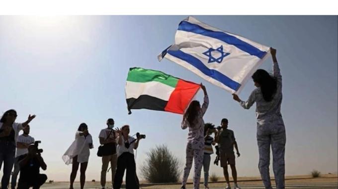 صور وفيديو لأول عارضة أزياء إسرائيلية تشارك بجلسة تصوير في الإمارات