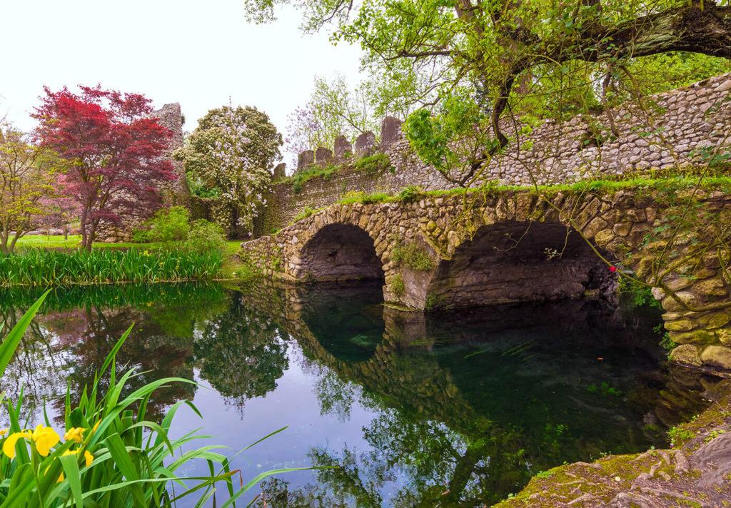 Сады Нимфы в Италии