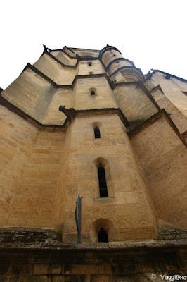 Vista dal basso della Cattedrale di Saint Sacerdos di Sarlat