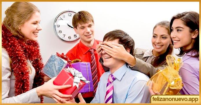¿Qué puedes dar a tus colegas en año nuevo?