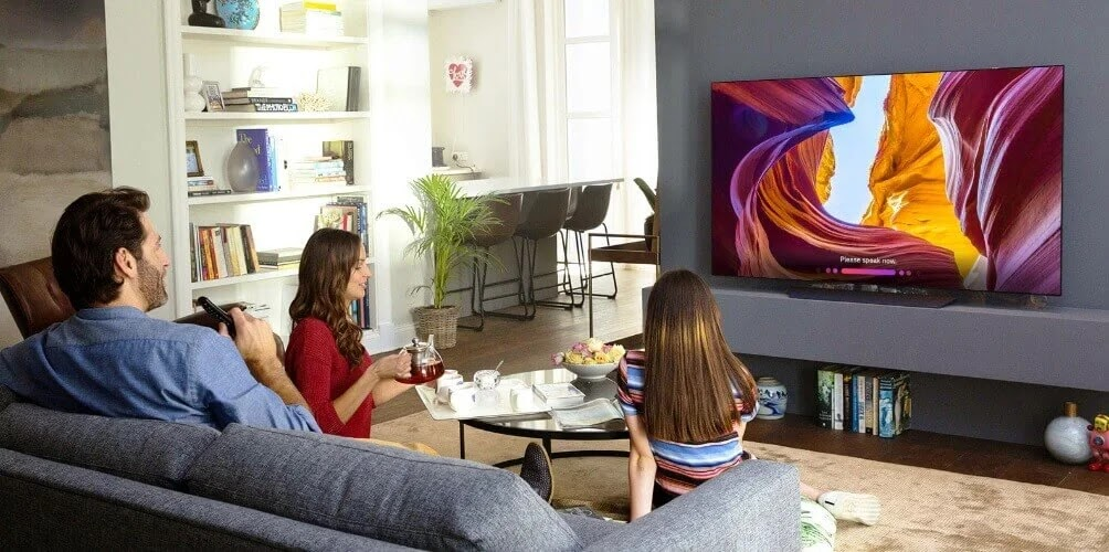 Enjoy Family Quality TV Time with the LG B8 OLED TV