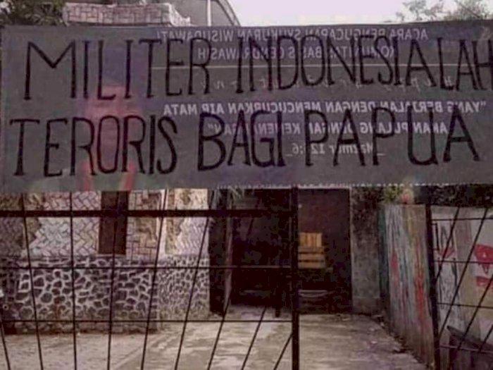 """Usai OPM Dilabeli Teroris, Muncul Spanduk Bertuliskan """"Militer Indonesialah Teroris Bagi Papua"""""""
