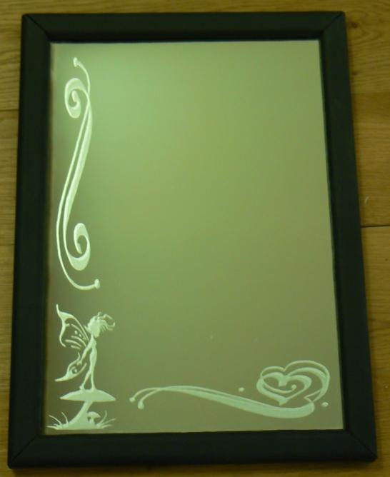 Miroir gravé avec cadre en cuir