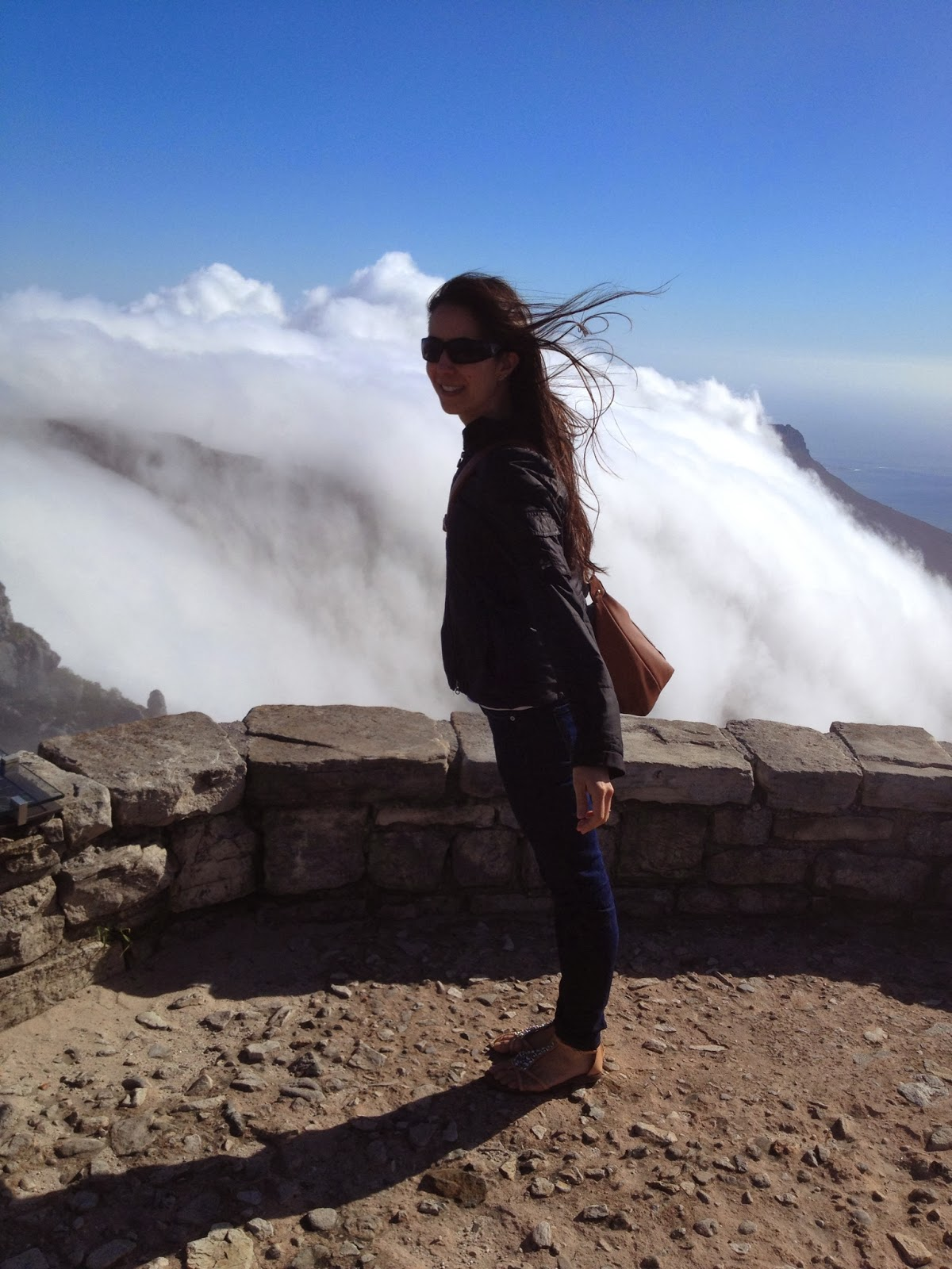 Cape Town - Very strong winds on Table Mountain