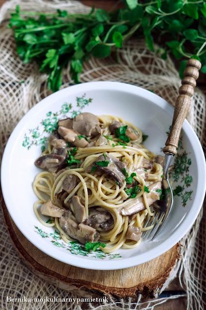 spaghetti, smietana, grzyby, obiad, przepis, borowiki, podgrzybki, bernika, kulinarny pamietnik