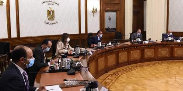 رئيس الوزراء يتابع مشروع تأهيل وتبطين الترع / الأهرام نيوز