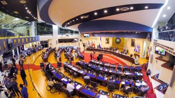 El Salvador restringe derechos constitucionales por Covid-19