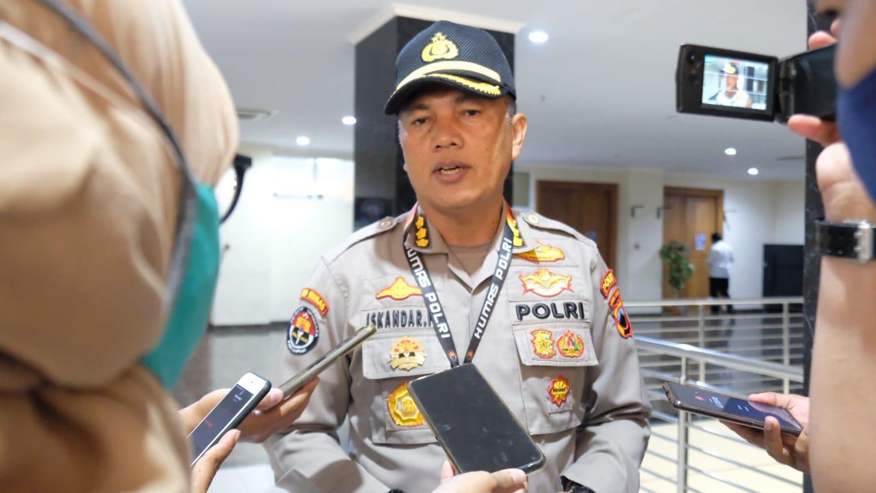 Berkerumun dan Nyalakan Petasan Di Malam Tahun Baru Siap-Siap Berurusan Dengan Polisi