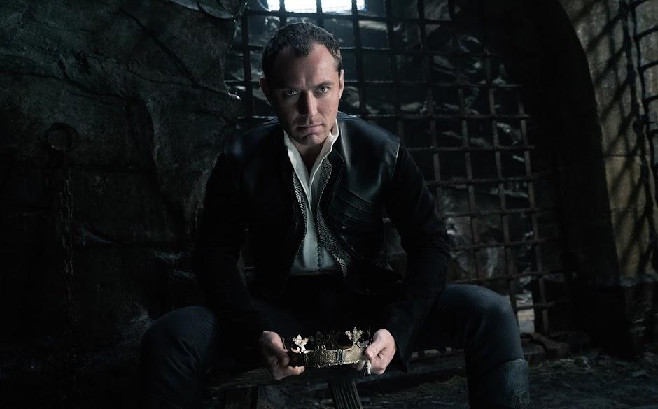 """Jude Law será o jovem Albus Dumbledore na sequência de """"Animais Fantásticose e Onde Habitam"""""""