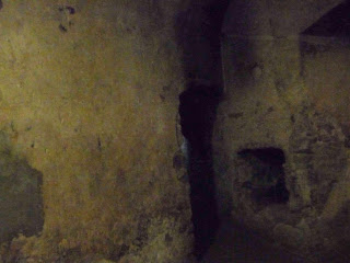 Замок Сент-Миклош. Помимо реставрации замка художнику пришлось заниматься бумажной волокитой