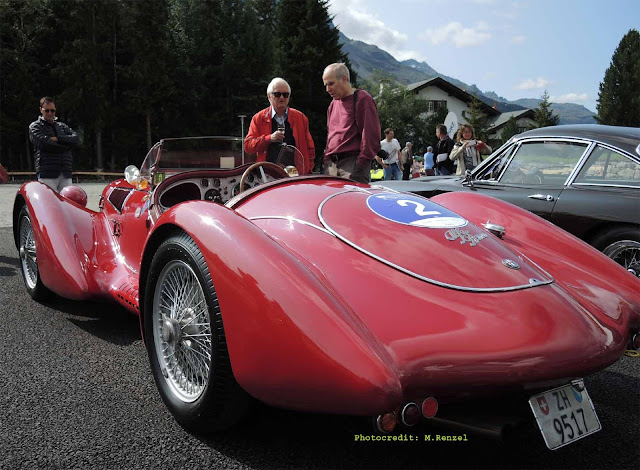 Roter Alfa Romeo 6c 2500 SS Coupe  auf Passione Engadina