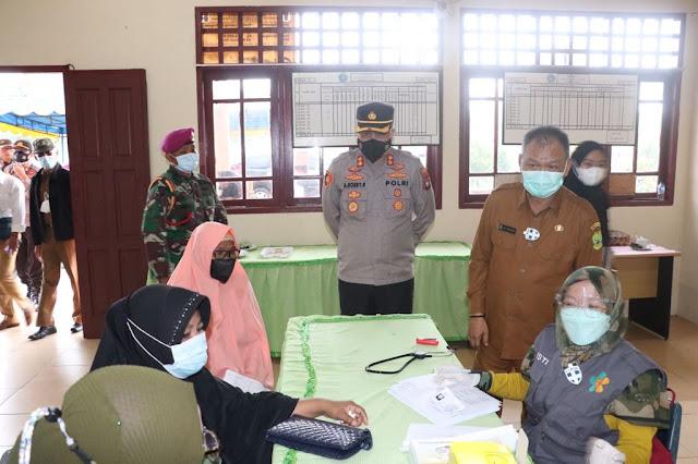 Tinjau Vaksinasi, Kapolres Lingga Himbau Masyarakat Untuk Melakukan Vaksinasi dan Menerapkan Prokes