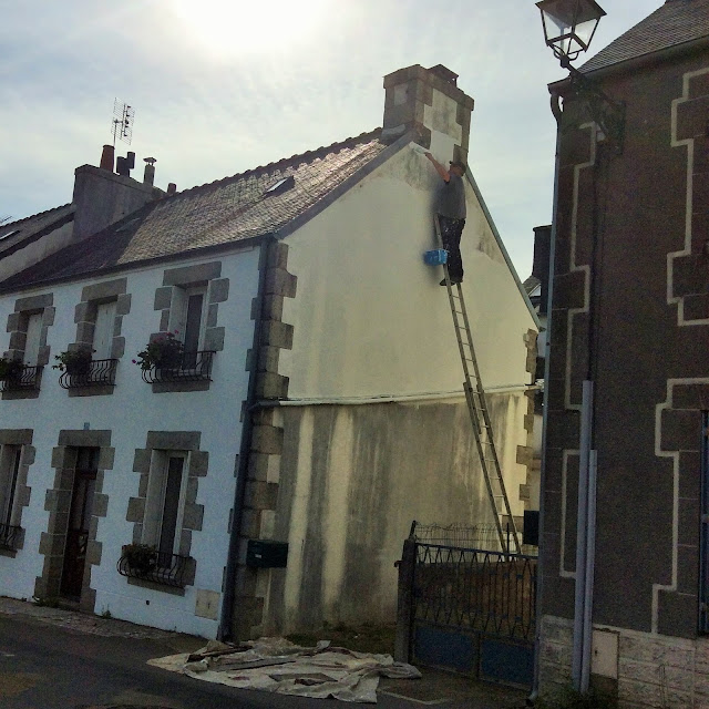 Renovation project - painting the exterior of a house, Huelgoat, France