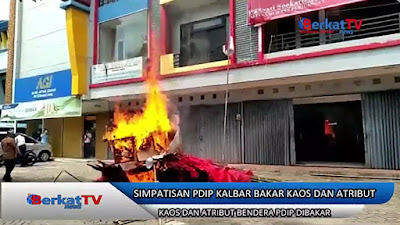 Bendera PDIP dibakar kadernya sendiri