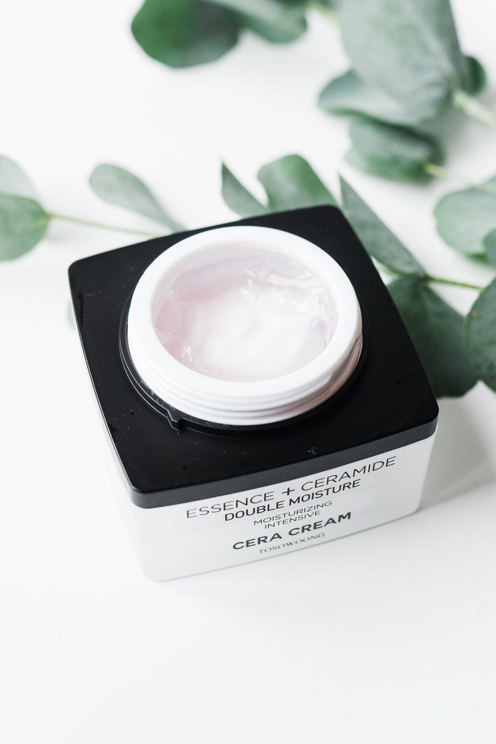 Tosowoong-cera-cream-review-korean-skincare-Barely-there-beauty-blog-photography