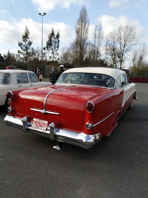 voitures anciennes Cadillac rouge