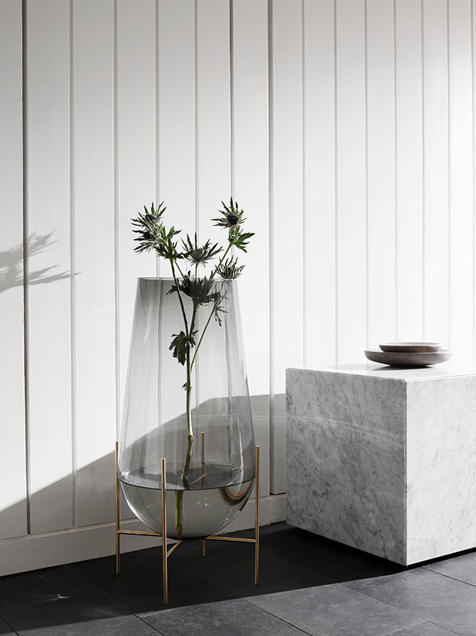Ogromny wazon na kwiaty