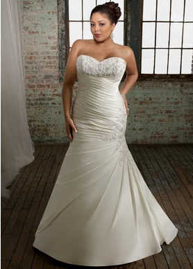 Perfect For Large Sizes Brides These Below Dresses Will Make You Look Slimmer Elegant And Elongate Your Figure