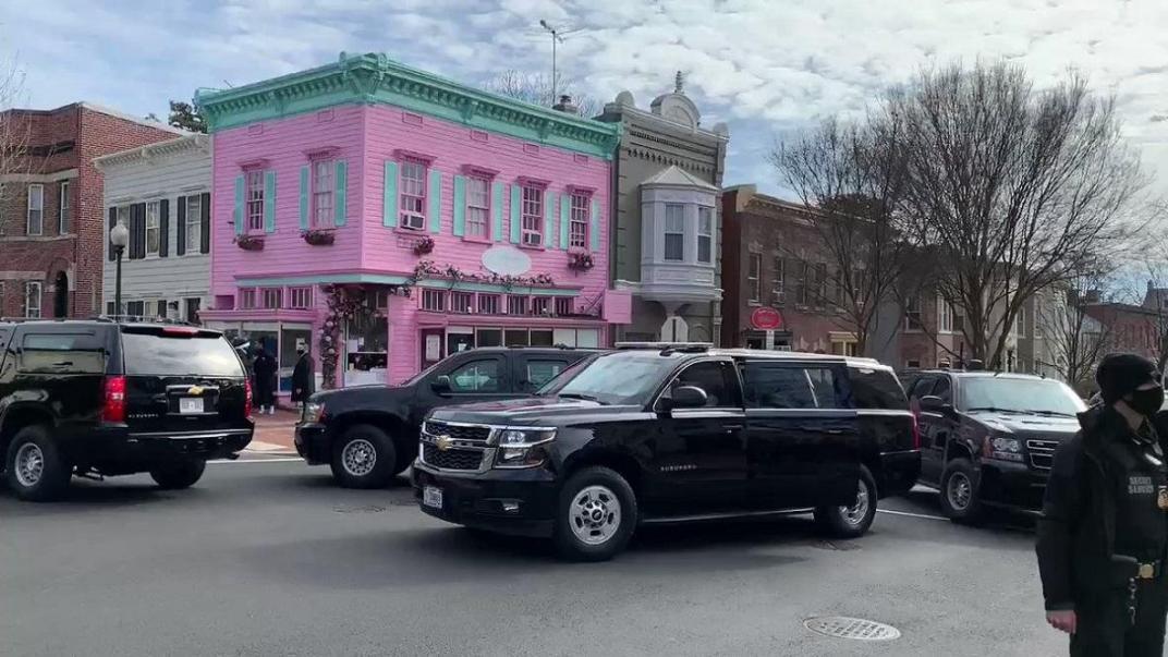 En su primer domingo como presidente, Joe Biden pasó por el restaurante de una cordobesa para comprar el desayuno