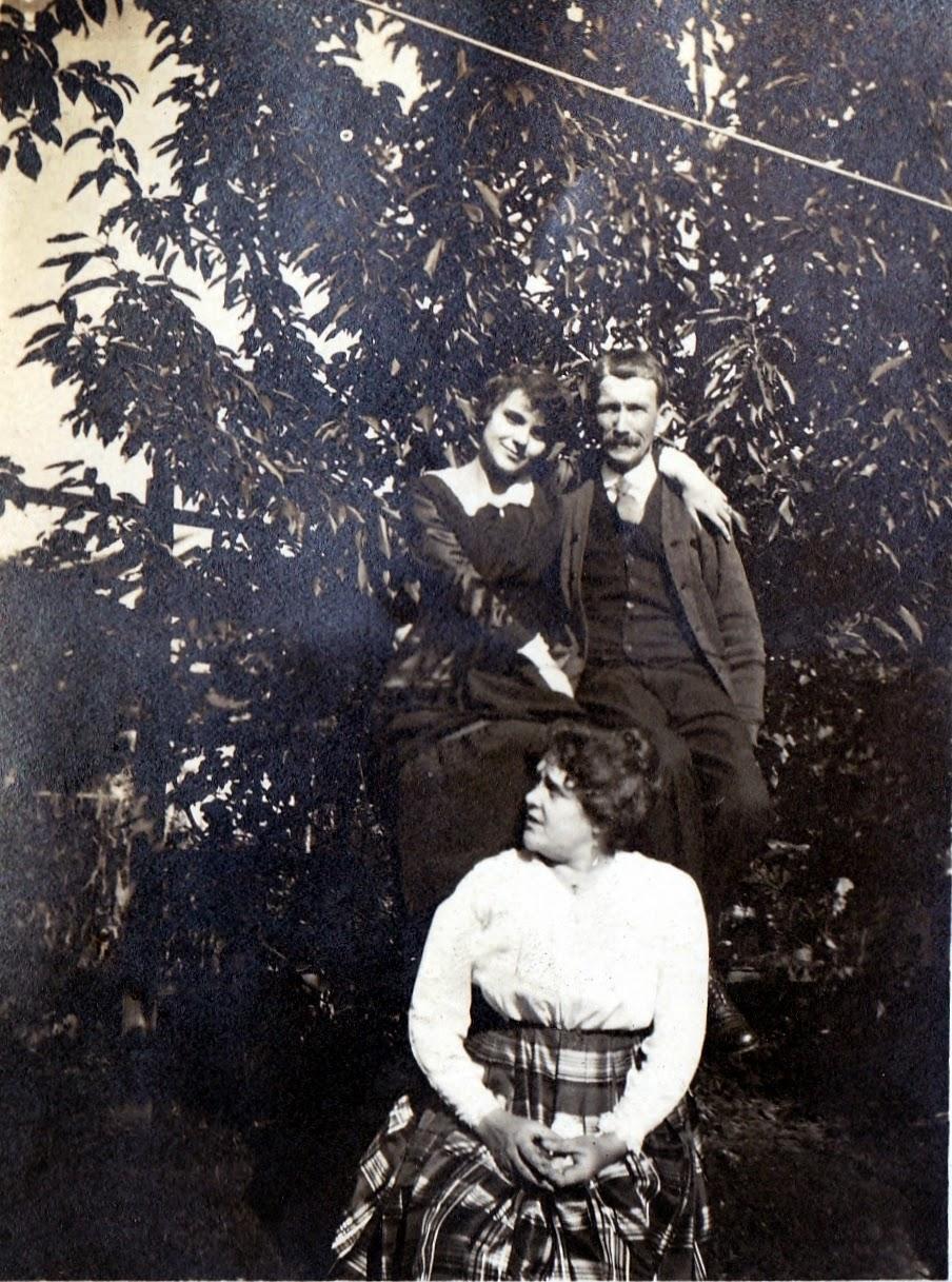 Ella Mae Wilson, George B Hewitt and Neillie Mae (Hewitt) Lee
