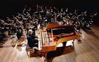 Bir piyanistin bir orkestra karşısında çalmasından oluşan konçerto