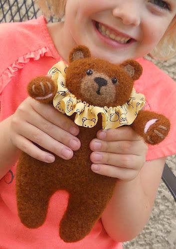 little bear hugs knitting pattern cover