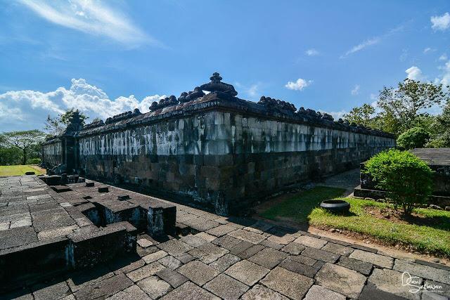 Panduan Lengkap Wisata Candi Ratu Boko, Yogyakarta - Foto, Sejarah, Lokasi, Harga dan Fasilitas - Bagian Pendopo di Kompleks Candi Ratu Boko Yogyakarta