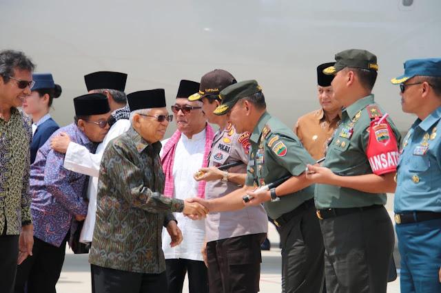 Kedatangan Wapres RI di Bandara International Minangkabau  Disambut Pangdam I/BB Sambut