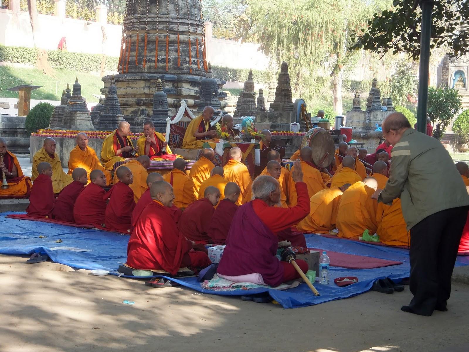 тибетские монахи в Бодх Гае