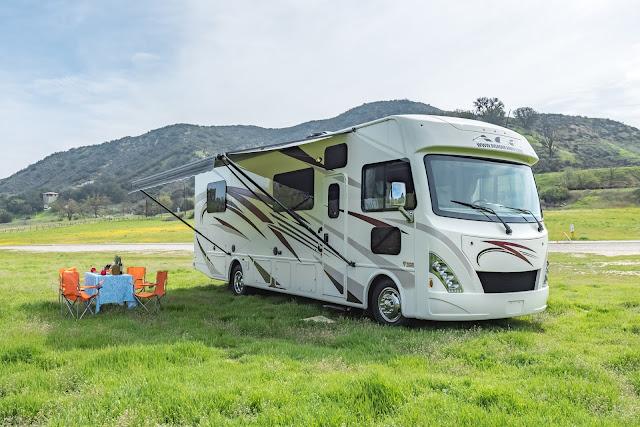 A 30-32 Road Bear autocamper med slide-out og plads til 6 personer (bus)