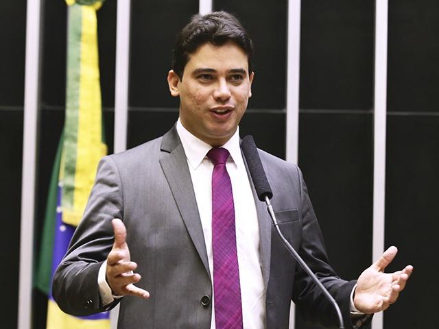 Júnior Mano indica emendas de quase 5 milhões de reais para compra de vacinas contra Covid-19
