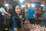 Viral, Penjual Ayam Potong Cantik Bikin Gagal Fokus