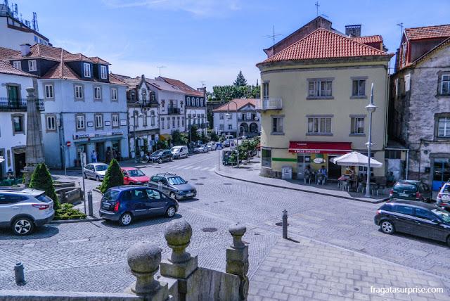 Praça central de Seia, a maior cidade da Serra da Estrela, Portugal