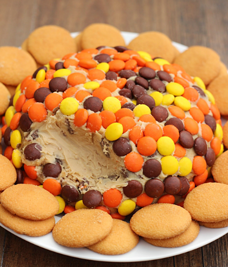 Reese's Peanut Butter Cookie Dough Cheese Ball #butter #peanut #dessert #cakes #cookies
