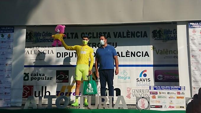 Mauricio Moreira ganó la etapa reina en la Volta a Valencia y refuerza el liderato