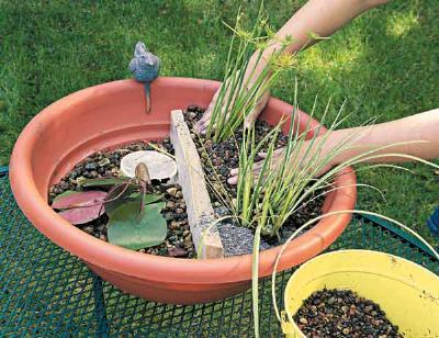 Diy un bassin avec une fontaine en version mini - Comment creer une fontaine de jardin ...