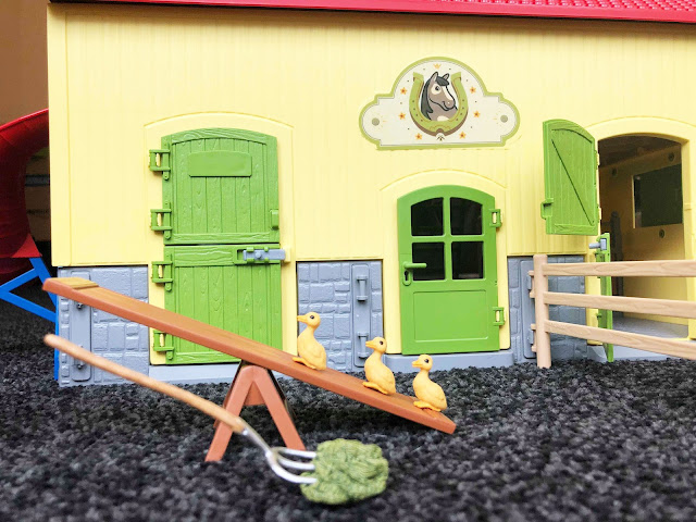 Schleich Farm World Horse Stable Review