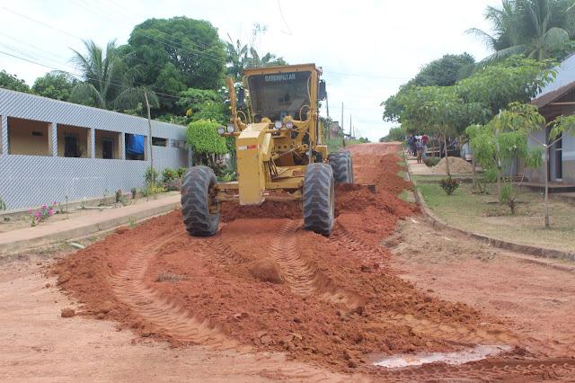 Prefeitura Municipal de Óbidos realiza o serviço terraplenagem na rua Arthur Bernardes no bairro Santa Terezinha