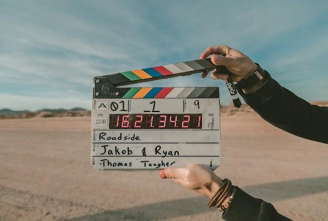 6 ideas de regalos para los amantes del cine en casa