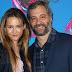 Iris Apatow e Judd Apatow comparecem ao Teen Choice Awards 2017 no Galen Center em Los Angeles, na California – 13/08/2017