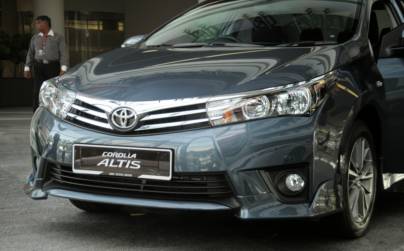 toyota%2Bcorolla%2Baltis%2B1.8%2Bg%2Bcvt%2B4 -  - Giá xe Toyota Corolla Altis 1.8G CVT - Đánh giá chi tiết Toyota Corolla Altis 1.8G CVT 2015