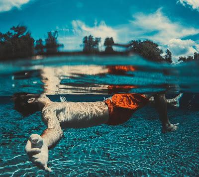 Jaki jest odpowiedni wiek na naukę pływania?