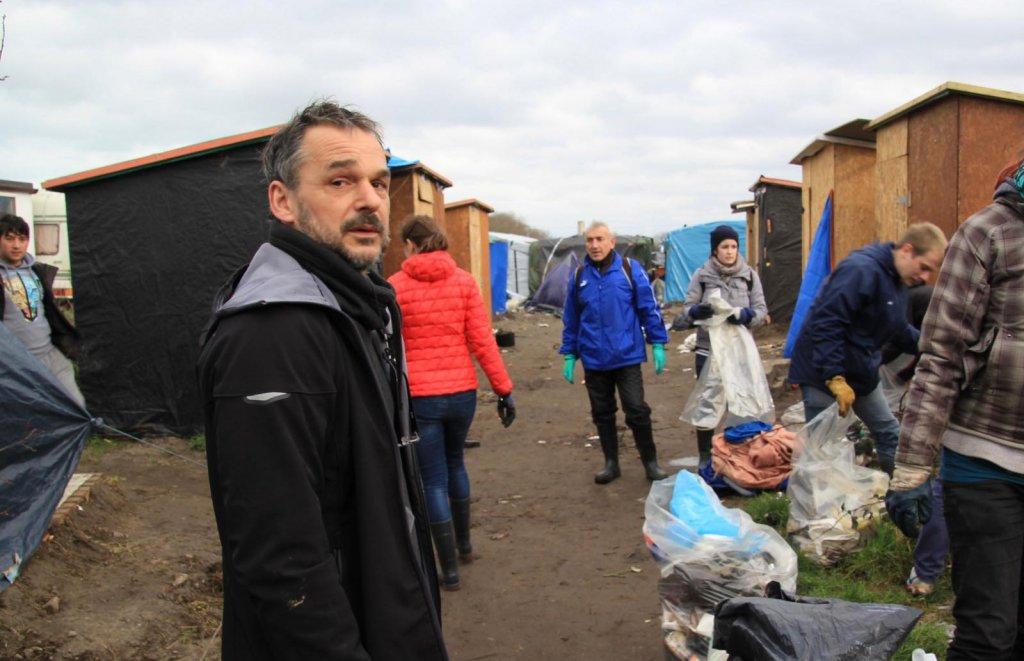 Paris : Yann Manzi, fondateur d'Utopia 56, placé en garde à vue et relâché avec un rappel à la loi