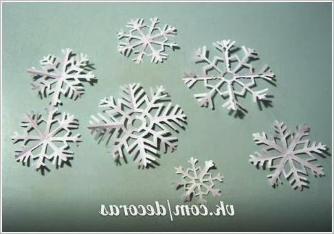 Снежинки - декор для окна