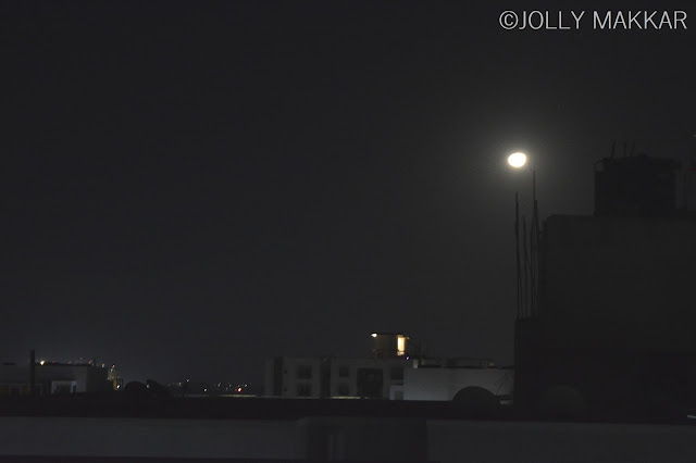 Taking Picture of Full Moon through my Appartment Terrace
